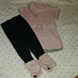 Knitted top and black leggings